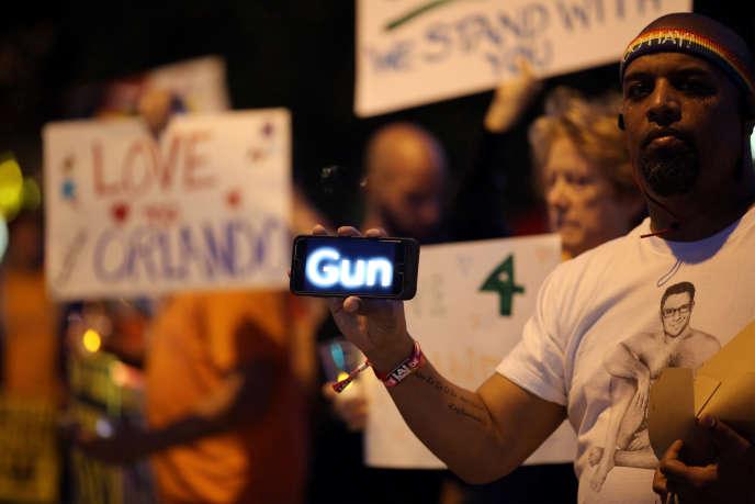 Veillée organisée le 12 juin 2016 en Californie en mémoire des victimes de l'attentat d'Orlando.