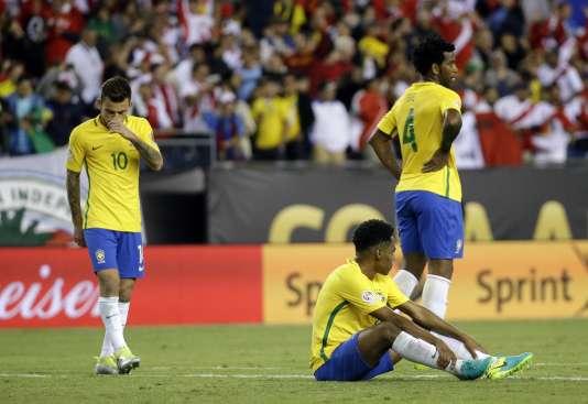 Les Brésiliens après leur élimination de la Copa America, dimanche 12 juin lors du match face au Pérou (0-1).
