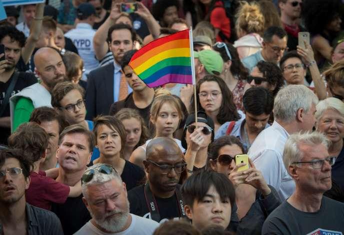 Une veillée en hommage aux victimes de la tuerie d'Orlando, le 12 juin 2016 àNew York.