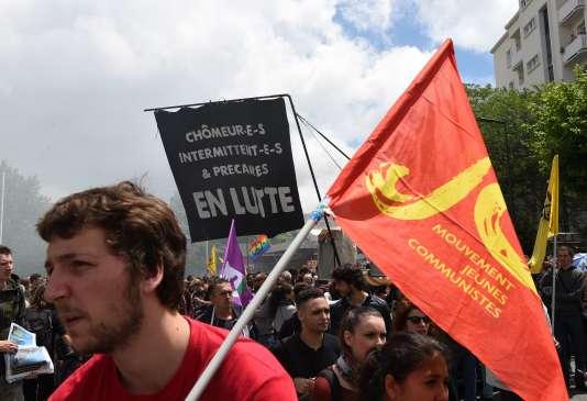 Un manifestant opposé à la loi travail, le 2 juin à Toulouse.