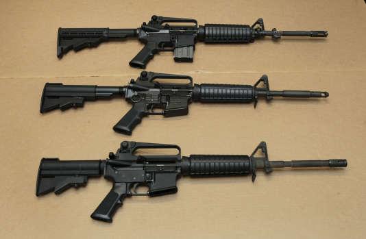 Trois versions du fusil d'assaut AR-15, le type d'arme utilisée par Omar Mateen dans la tuerie d'Orlando.
