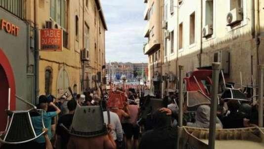 Des hooligans russes se préparent à l'assaut, samedi à Marseille. Photo publiée sur lesite Fanstyle.ru.