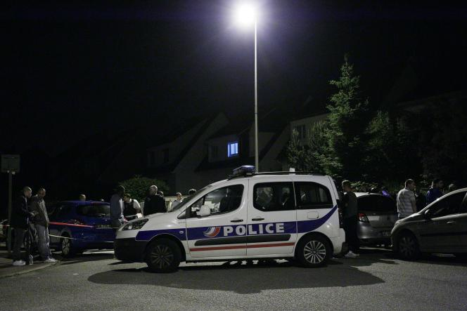 Sur la scène du meurtre d'un policier et de son épouse à Magnanville, le 14 juin 2016.