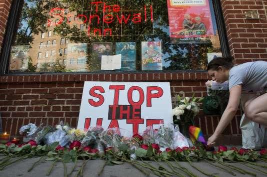 L'auteur de l'attaque, que le FBI avait déjà convoqué et soupçonné dans des affaires de terrorisme, a pu acheter deux armes légalement.
