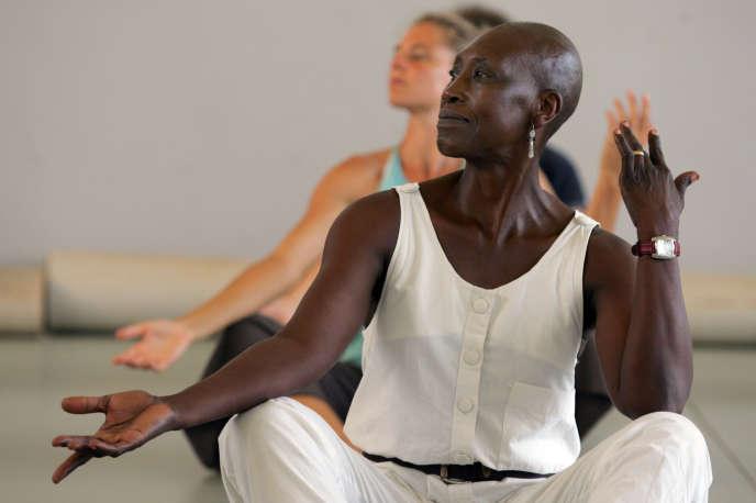 La chorégraphe Germaine Acogny à l'Ecole des Sables à Toubab Dialaw (Sénégal), en août 2007.