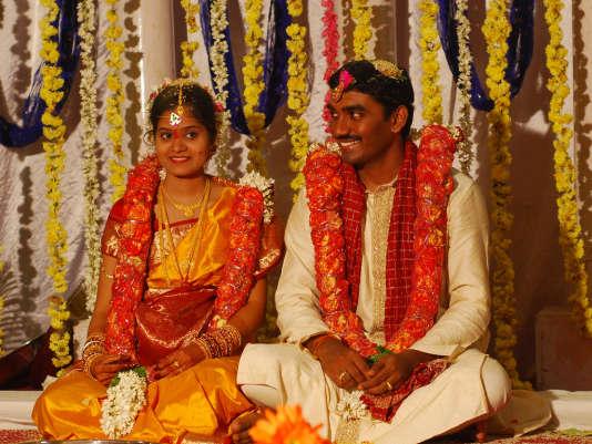 Lors d'un mariage de tradition hindoue, en Inde, en 2008.Substitut de la famille « arrangeuse» de mariages,Internet permet à un large choix de candidats appartenant à la même caste de se rencontrer.