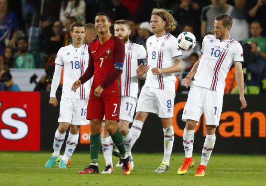Cristiano Ronaldo et ses amis islandais, le 14 juin à Saint-Etienne.