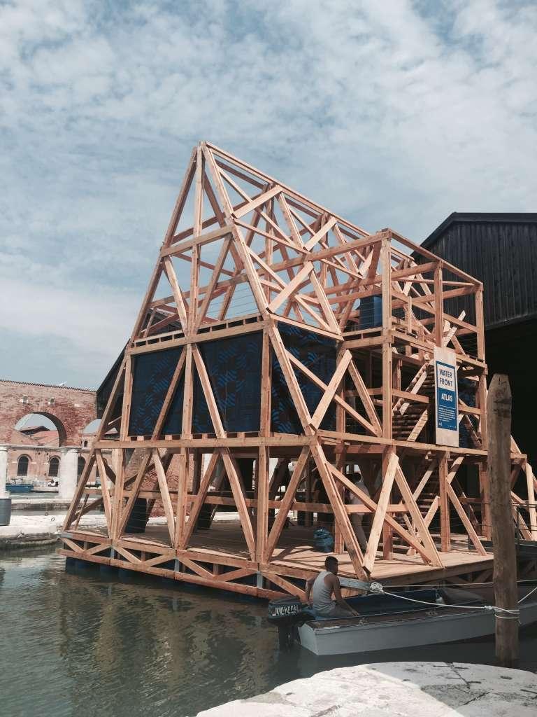Le prototype de la« Makoko School» exposé à Venise, modèle renforcé de celui de Lagos.