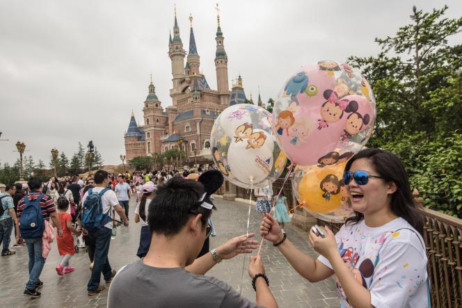 Le châteaude la Belle au bois dormant du parc Disneylandde Shanghaïest le plus vasteau monde.