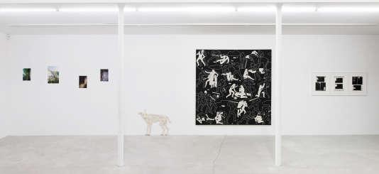 De gauche à droite : photos de Sean Vegezzi, chien d'Aline Bouvy, tableau de Cleon Peterson et extraits du dossier judiciaire de Fabrice Yencko, alias Cokney.