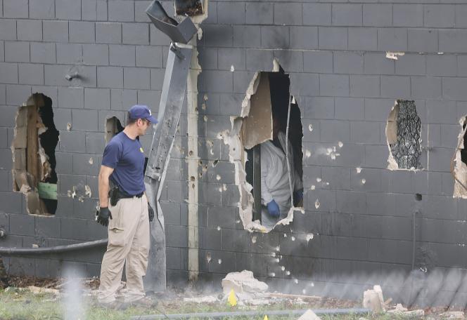 Des agents du FBI après l'attaque contre le Pulse, une discothèque d'Orlando, le 12 juin 2016.
