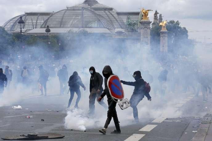 A la fin de la manifestion du 14 juin à Paris.