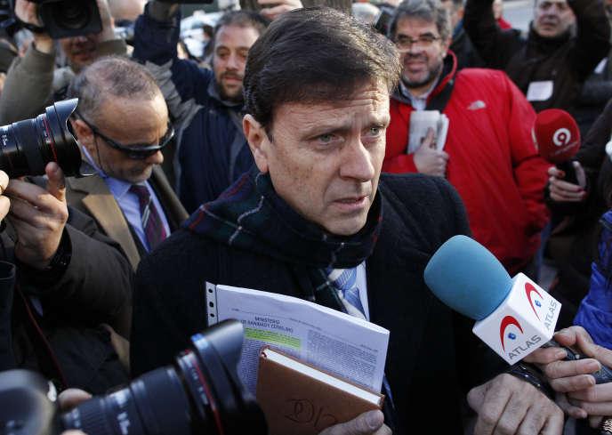 Le médecin espagnol Eufemiano Fuentes, au centre d'un vaste réseau de dopage sanguin démantelé en 2006, avait été condamné en première instance à un an de prison. La cour d'appel de Madrid a par ailleurs ordonné que les poches de sang saisies en 2006 soient remises aux autorités antidopage, comme elles le réclamaient depuis le début de l'affaire.