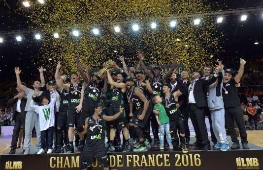 Le trophée de champion de France revient à Villeurbanne pour la première fois depuis 2009