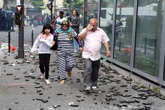Devant l'entrée de l'hôpital Necker après la manifestation contre la loi travail le 14 juin.