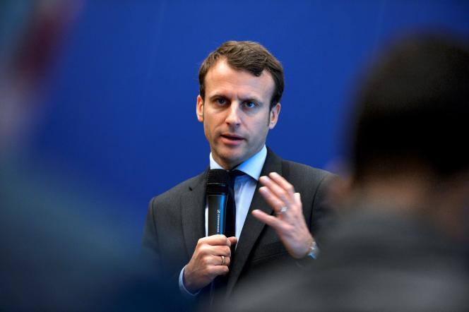 Emmanuel Macron évoque une relance du projet européen, notamment à travers « un projet de plus forte intégration qui permet une véritable convergence à quelques-uns au sein de la zone euro ».