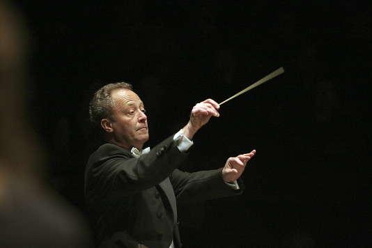 Le chef d'orchestre français Emmanuel Krivine, alors à la tête de l'Orchestre philharmonique de Luxembourg, en 2013.