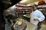Comme de nombreux propriétaires de restaurants indiens en Grande-Bretagne, Saiful Alam a du mal à recruter du personnel venu d'Inde ou du Bangladesh. Le chef pense que le« Brexit» améliorerait cette situation.