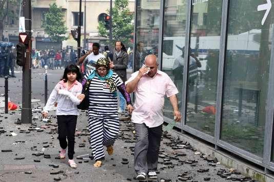 Devant l'hôpital Necker (Paris), le 14 juin.