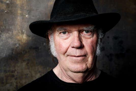 Portrait de l'auteur, compositeur et interprète canadienNeil Young, pris en mai 2016.