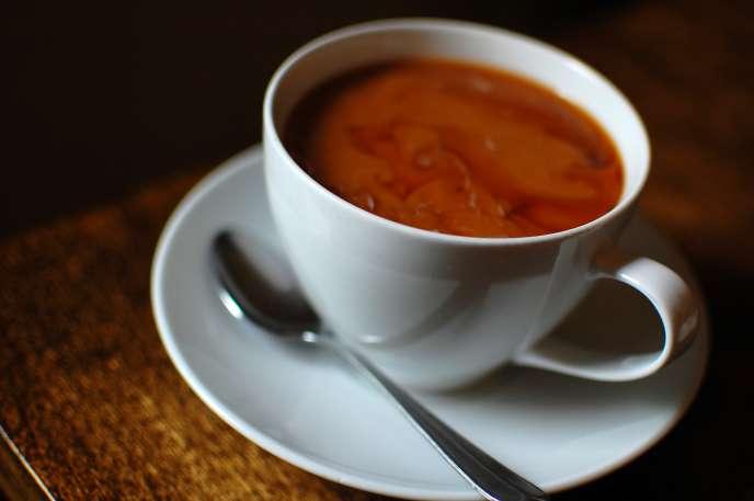 Le Centre international de recherche sur le cancer, qui dépend de l'Organisation mondiale de la santé, publie une évaluation rassurante, mais attire sur les risques des boissons trop chaudes.
