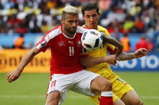 Valon Behrami contre Bogdan Stancu, le 15 juin au Parc des Princes.