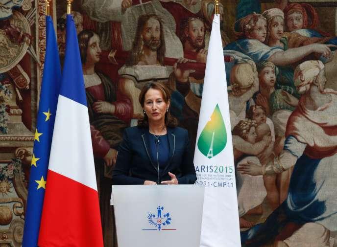 Ségolène Royal,mercredi 15 juin, à l'Elysée, lors de la ratification de l'accord sur le climat, conclu le 12 décembre à Paris à l'issue de la COP21.