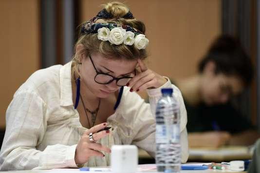 Une candidate au baccalauréat au lycée Fustel de Coulanges, à Strasbourg.