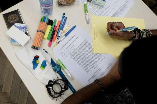Un lycéen français passe l'examen de philosophie, le 15 juin 2016.