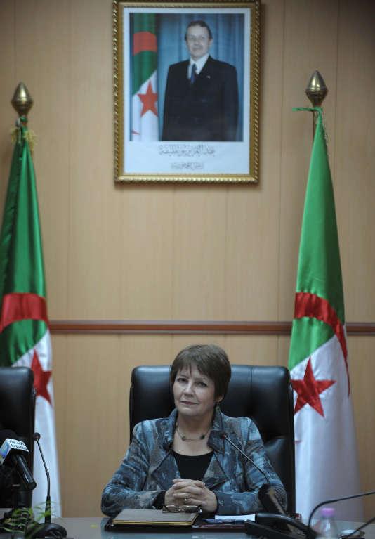 La ministre de l'éducation nationale, Nouria Benghabrit, dans son bureau à Alger, le 9 mars 2015.