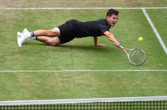 Vainqueur à Stuttgart, où il a battu pour la deuxième fois de la saison Federer, et demi-finaliste à Halle, l'Autrichien Dominic Thiem a prouvé qu'il avait la main verte(icidurant son match contre Gabashvili à Halle, le 16 juin).
