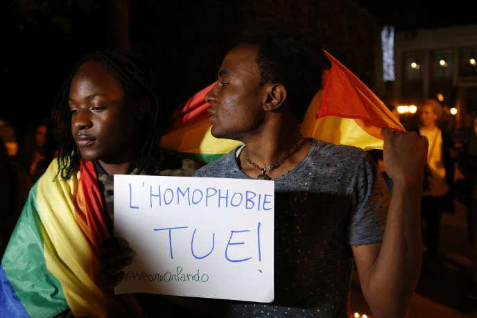 officiers de la police gay ayant des rapports sexuels lesbiams vidéos