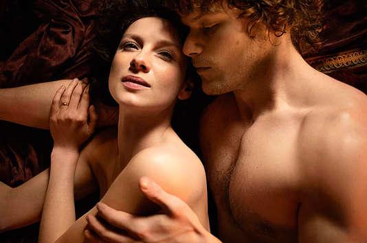 Dans la série «Outlander», une femme bigame initie sexuellement un homme.