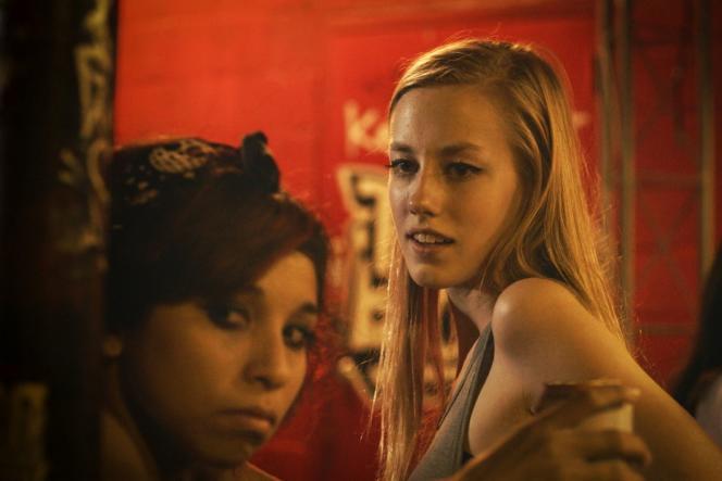 Deztiny Gonzales et Devon Keller dans le film américain et allemand de Micah Magee, «Layla in the Sky» (« Petting Zoo »).