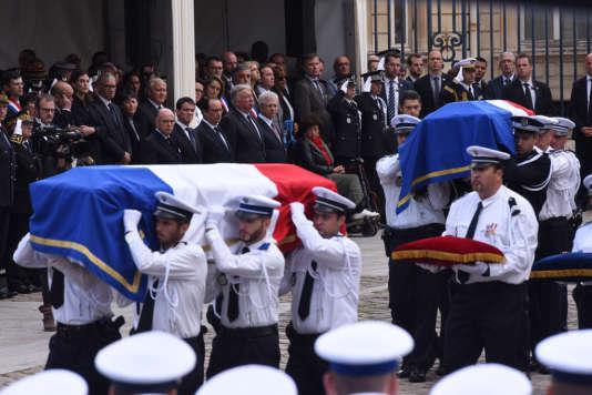 Lors de la cérémonie d'hommage à Jessica Schneider et Jean-Baptiste Salvaing, à Versailles, le 17 juin.