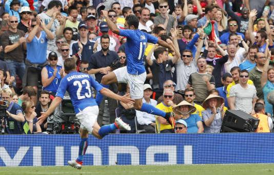 Eder célèbre son but contre la Suède qui envoie l'Italie en huitièmes de finale de l'Euro.