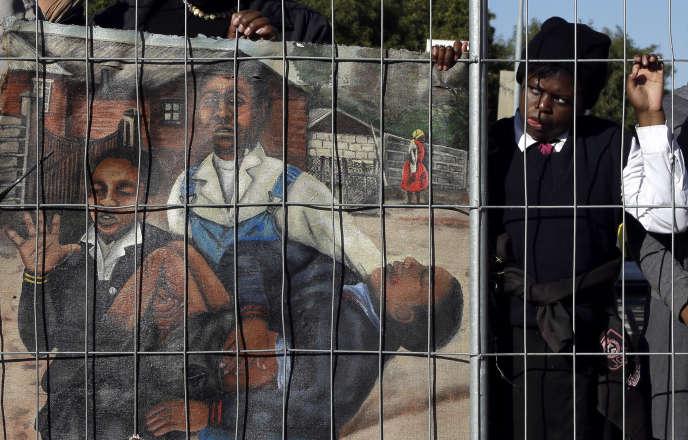 A Soweto, le 16 juin. La peinture représente Hector Pietersen tué par la police sud-africaine lors des émeutes de Soweto en juin 1976.
