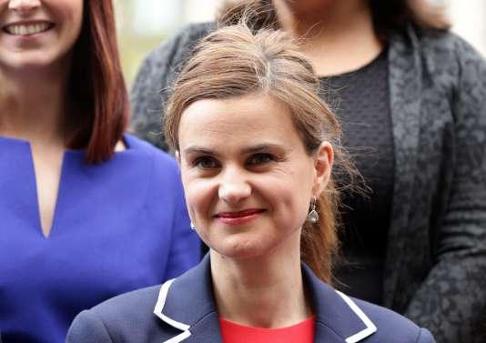 La députée travailliste Jo Cox à Londres en 2015 .