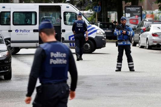 La police belge a assuré la sécurité du quartier d'Etterbeek, lors de la reconstitution organisée vendredi 16 juin.