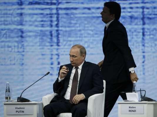 Vladimir Poutine et Matteo Renzi à Saint-Pétersbourg, le 17 juin 2016.
