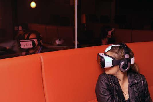 Environ 90 casques de réalité virtuelle étaient disponibles lors du premier Paris Virtual Film Festival.