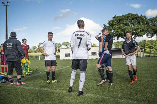 Séance d'entraînement àl'Entente sportive Beaulieu-Breuil, le club de foot amateur où joue Teddy, à Bressuire, le 18 mai.