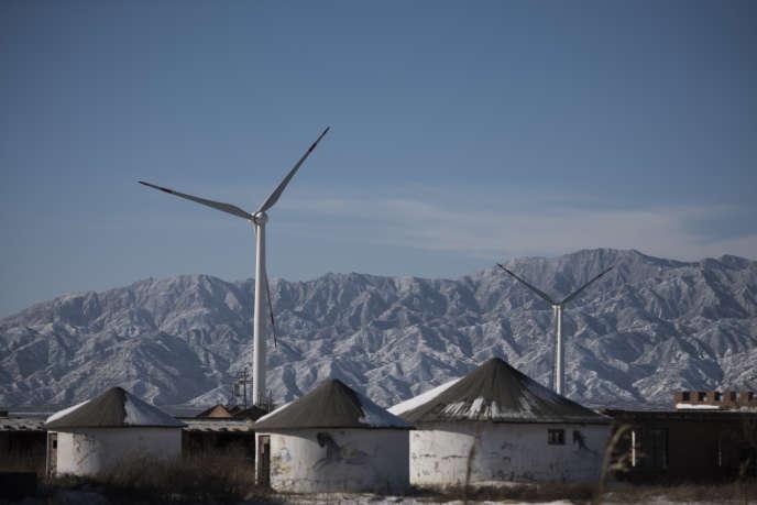 Des éoliennes à Guanting, près de Pékin, le 26 novembre 2015.