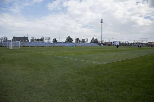 Le stade de Senec, avec ses tribunes vieillissantes, où la Narodni Tym a préparé son premier Euro.