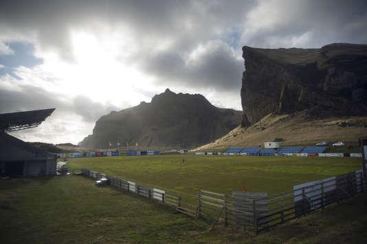 Le stade Hasteinsvöllur, sur l'île de Heimaey, où joue l'IBV.