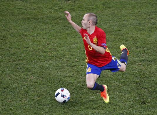 Le joueur espagnol Andrés Iniesta en action, vendredi 17 juin.