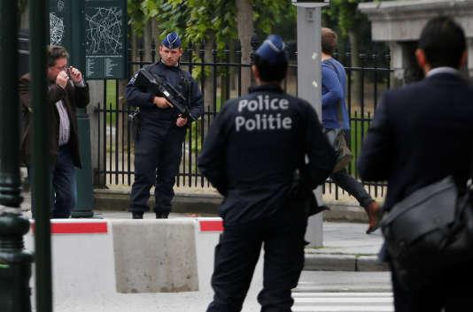 Les autorités belges ont mené dans la nuit de vendredi à samedi une vaste opération antiterroriste.