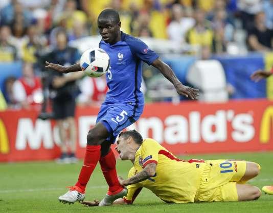 N'Golo Kante, lors du match contre la Roumanie, le 10 juin, au Stade de France.