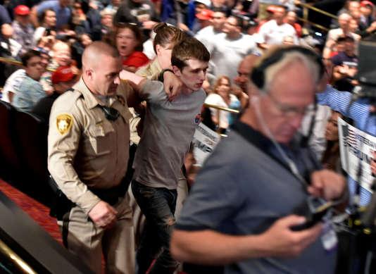 L'homme arrête le18 juin lors d'un meeting de Donald Trump au casino Treasure Island de Las Vegas.