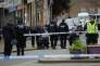 Les policiers sur les lieux de l'assassinat de la députée Jo Cox à Birstalll 17 juin.